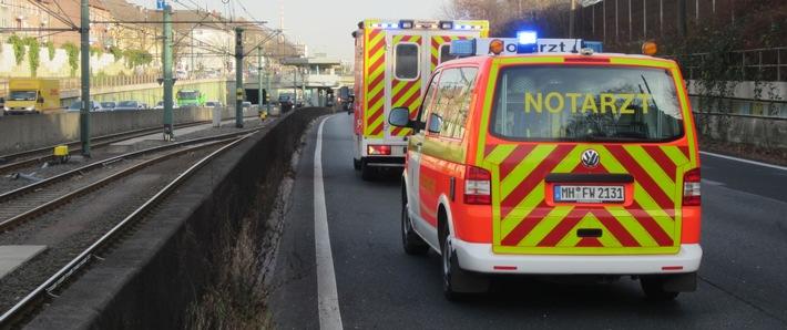 FW-MH: Verkehrsunfall auf der BAB 40 mit zwei Verletzten / Hubschraubereinsatz bei chirurgischem Notfall