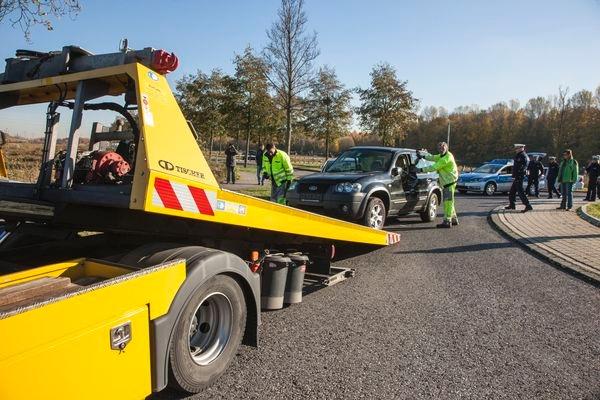 POL-REK: Pkw-Fahrer schwer verletzt/ Bedburg