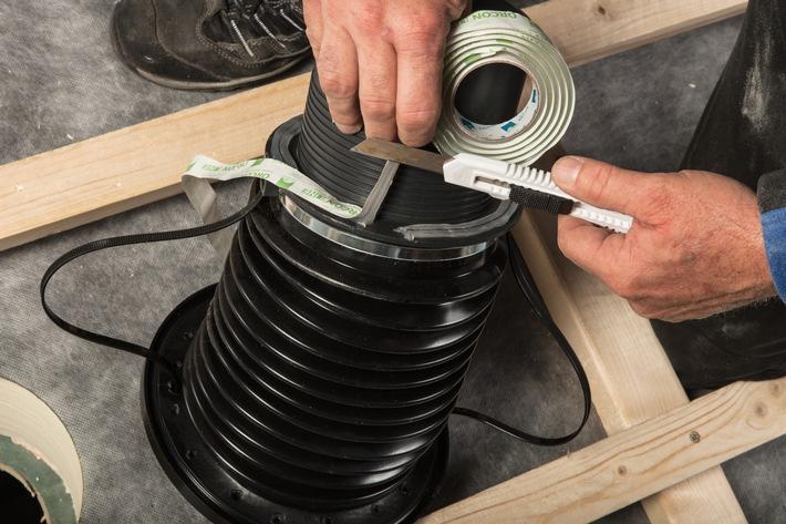 Neue patentierte Lösung für eine lückenlose Gebäudehülle / Rohrdurchführung WILLFIX für druckfeste Aufdachdämmungen