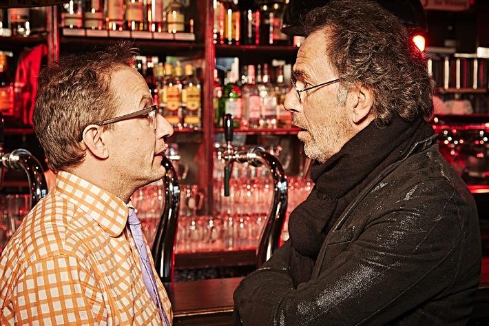 """""""Wie bei Werner Höfer, nur schräger!"""" / """"Der Klügere kippt nach"""" von und mit Hugo Egon Balder ab 6. April, 22:15 Uhr, auf TELE 5 - LIVE aus dem """"Zwick"""" auf St. Pauli!"""