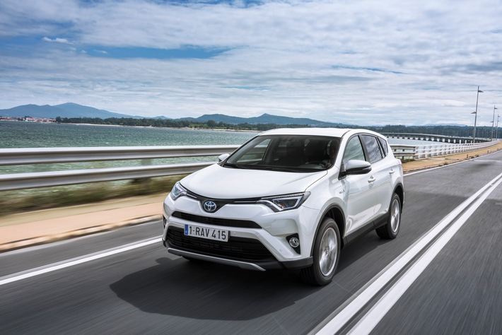 Le nouveau Toyota RAV4 Hybride - prestige, confort et efficacité