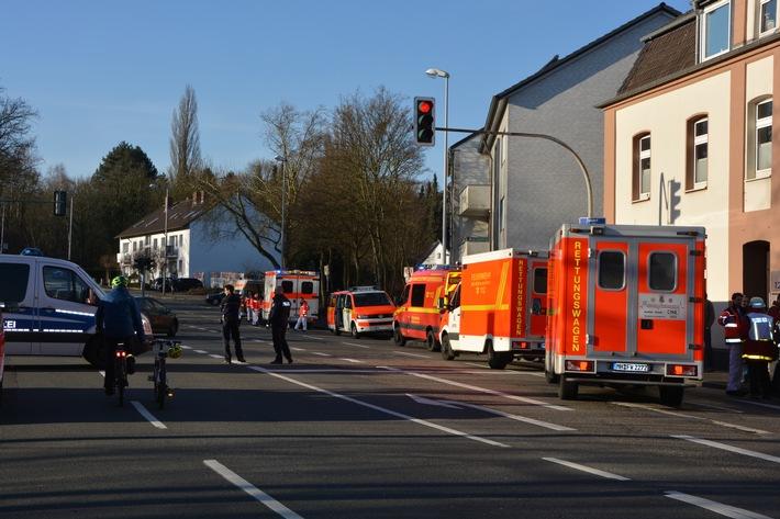 FW-MH: Brand in Zahnarztpraxis fordert sechs verletzte Personen.