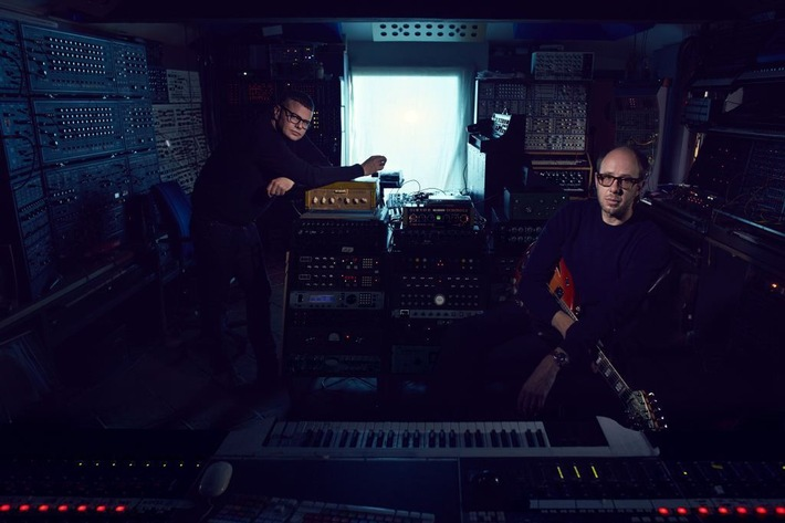 "The Chemical Brothers mit neuem Album ""Born In The Echoes"" am 17. Juli + Erster Track ""Sometimes I Feel So Deserted"" ab sofort erhältlich"