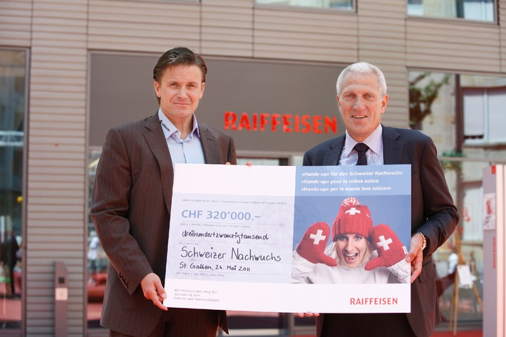 """320'000 Franken aus Raiffeisen-Fanaktion """"Hands-up"""" für Nachwuchs von Swiss-Ski"""