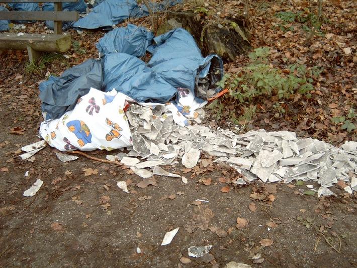 POL-HI: Umweltfrevler entsorgt unerlaubt säckeweise Asbestfaserplatten.