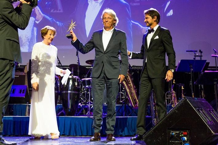 """Urs Peter Naef wird mit dem """"MedienStar""""-Award geehrt"""