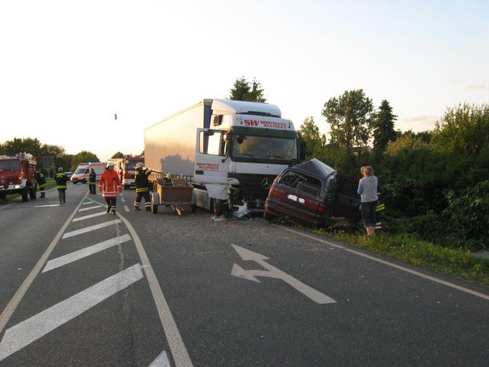 POL-HI: Verkehrsunfall mit drei schwer verletzten Personen
