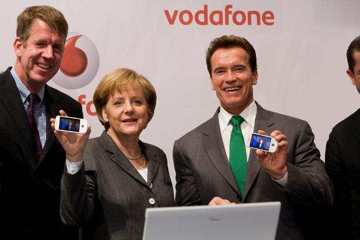 """CeBIT 2009: Joussen: """"Schnelles Internet für alle zum Greifen nah"""" - Bundeskanzlerin Merkel und Schwarzenegger vom schnellen Internet für ländliche Regionen überzeugt"""