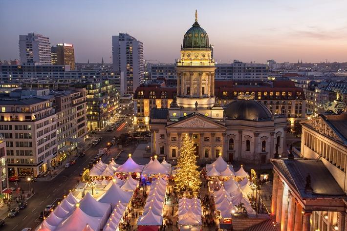 Immer mehr Deutsche verreisen im Advent zu den schönsten Weihnachtsmärkten Europas / Glühwein und Spekulatius - Citytrips boomen im November und Dezember