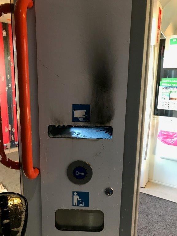 Aufnahme von der beschädigten Zugtoilette