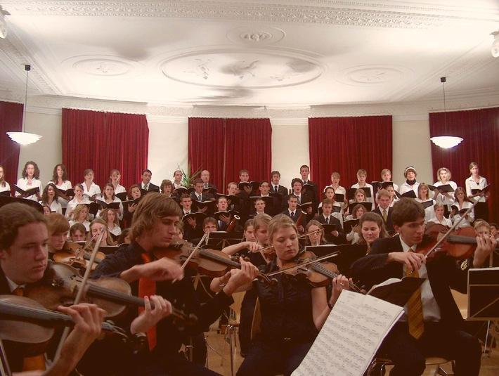 """Musikwoche Ftan - """"Eine Reise durch Carmen"""": Jugendchor und Orchesterwoche"""