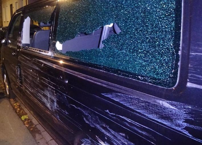 Der erheblich beschädigte Wagen.