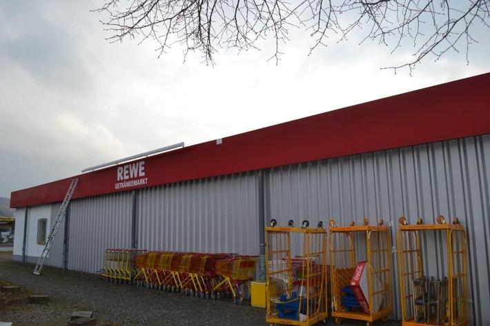 POL-HOL: Einbruch in Getränke-REWE-Markt in Kemnade: Tabakwaren im großen Stil gestohlen - Einstieg erfolgte über das Dach -