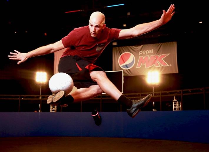 """""""Volley 360"""" Video: Pepsi MAX kickt den Fußball-Volley in neue Dimensionen"""