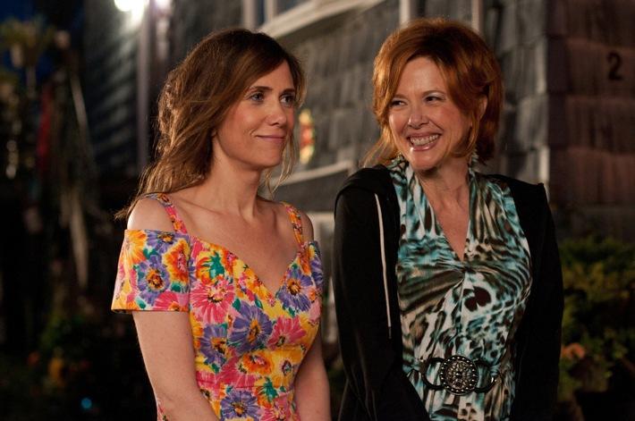 """Daheim ist's doch am schrägsten: Kristen Wiig in """"Nichts wie weg aus Ocean City"""" am 24. Juli 2016 auf sixx"""