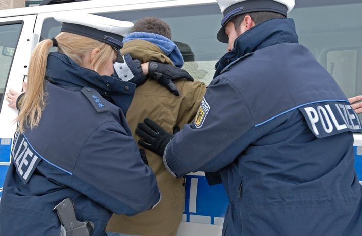 Bundespolizisten haben einen Schleuser und zwei Geschleuste am Freilassinger Bahnhof festgenommen