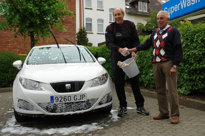 Finale der Spritsparwette - Hans Joachim Stuck verliert gegen Gerhard Plattner (Mit Bild) / SEAT Ibiza Ecomotive verbraucht nur 2,91 I/100 km