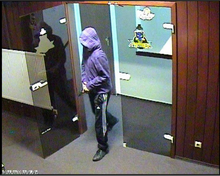 POL-DA: Bensheim: Kriminalpolizei veröffentlicht Bilder eines Spielhallenräubers / Bezugsmeldung vom 25.8.11 um 3.55 Uhr