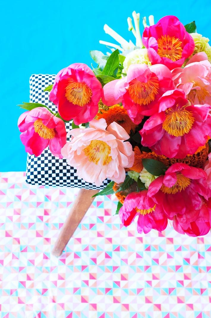 Mustermix und Kontraste: Pfingstrosen im Farbenspiel / Die romantische Blütenschönheit mal anders