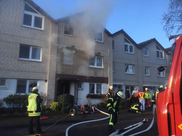 FW-Erkrath: Brand in einem Einfamilienhaus mit Menschenrettung
