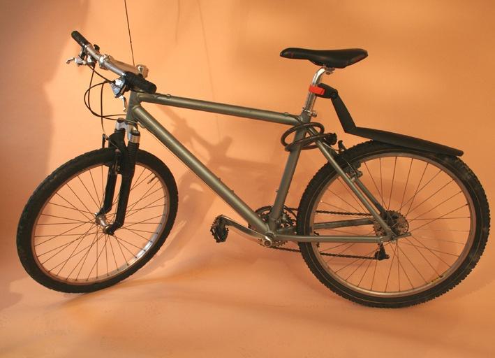 POL-DA: Wer kennt den Nutzer des Fahrrads? | Unbekannter kommt für dreißig Büro- und Geschäftseinbrüche in Frage | Täter ließ Rad bei letztem Beutezug stehen