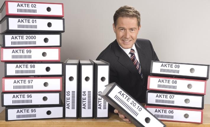 """Seit 15 Jahren nah am Zuschauer: SAT.1-Magazin """"AKTE"""" mit Ulrich Meyer feiert Geburtstag / Jubiläumssendung am 5. Januar 2010 um 22.15 Uhr"""