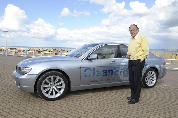 Großer Gipfel mit Gorbatschow und Genscher / Stechers Stammtisch im Zeichen der Wiedervereinigung - BMW Partner und Official Car der hochkarätigen Gala