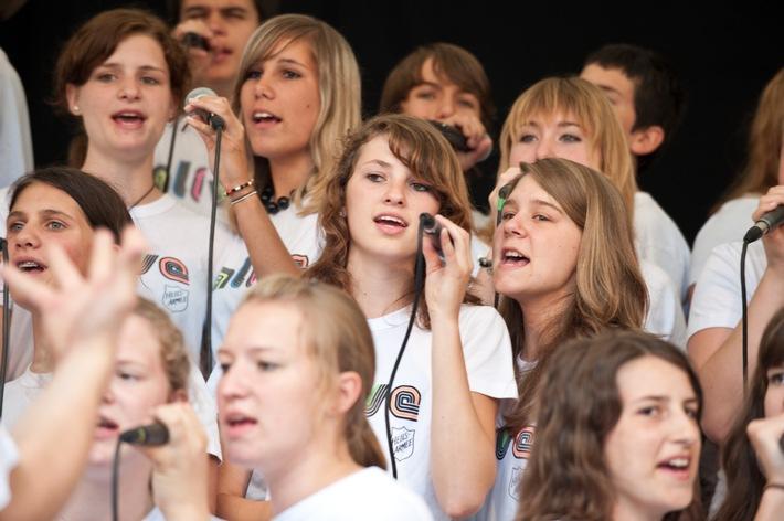 """Heilsarmee-Teenagerchor mit groovigem Sound unterwegs /  """"alive-teens"""" tourt vom 2. bis 7. August durch die Schweiz"""