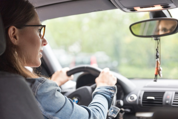 Neue Brillenglastechnologien für sichere Fahrt