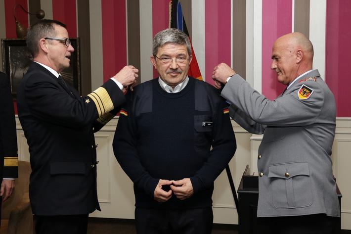Minister Caffier wurde zum Kapitänleutnant der Reserve ernannt