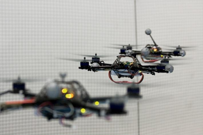 Das Migros-Kulturprozent präsentiert aussergewöhnliche Forschungsprojekte des IDSC der ETH Zürich // Flugzirkus der Roboter - Ein Besuch im IDSC der ETH Zürich