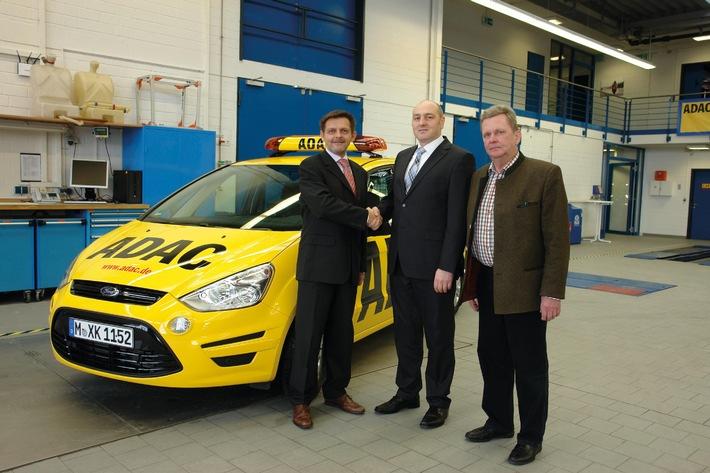 Tausendster Ford S-MAX für die ADAC-Straßenwacht