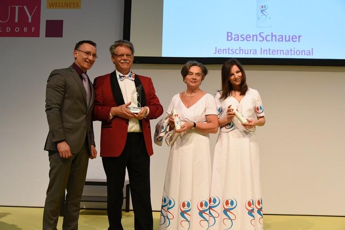 """Das basische Duschgel """"BasenSchauer"""" der Marke P. Jentschura hat den Publikumspreis """"Wellness & Spa Innovation Award 2016"""" gewonnen / Die Auszeichnung wird vom Deutschen Wellness-Verband verliehen"""