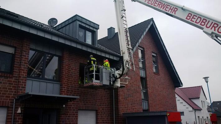 FW-KLE: Feuerwehr Bedburg-Hau unterstützt Rettungsdienst