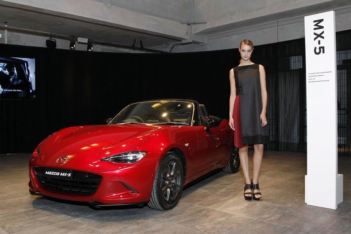 Laufsteg IAA: Mazda präsentiert Kleid im KODO Design