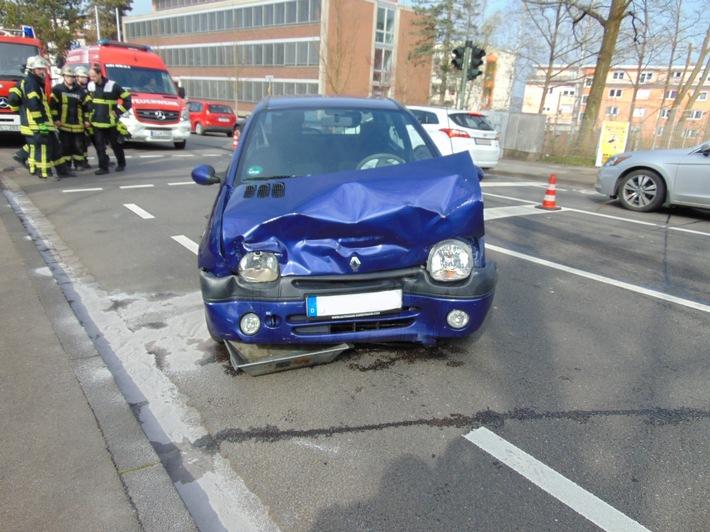 beschädigter Pkw Renault Twingo