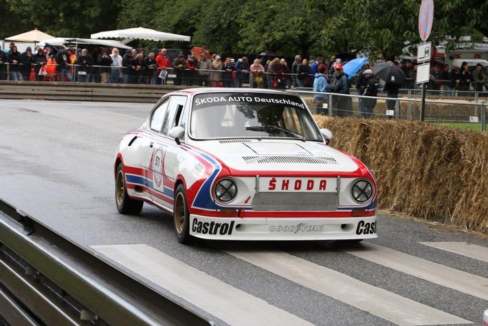 SKODA startet mit zwei Motorsportikonen beim Hamburger Stadtpark-Revival