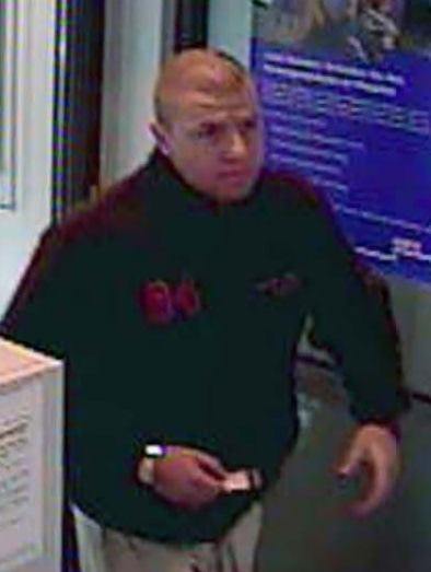 POL-SHDD: Bilder des unmaskierten Täters vom Raubüberfall auf Sparkasse (siehe unsere Pressemeldung vom 04.10.06, 13:00 Uhr )/ Polizei bittet um Veröffentlichung