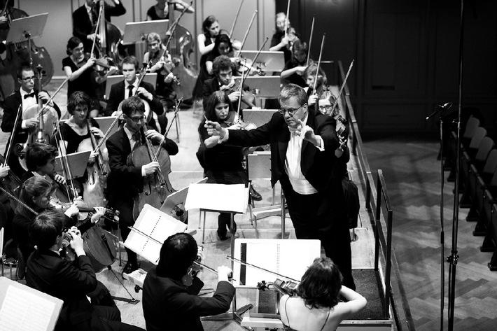 Schweizer Jugend-Sinfonie Orchester: Das junge Orchester mit alter Tradition auf Frühjahrstournee / Auf dem Programm stehen Werke von Verdi, Huber und Tschaikowsky - Solist ist Louis Schwizgebel-Wang