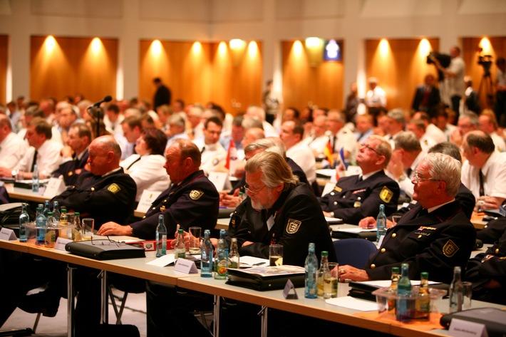 Leipziger Botschaft als Feuerwehr-Zukunftsprogramm /  57. Delegiertenversammlung des Deutschen Feuerwehrverbandes