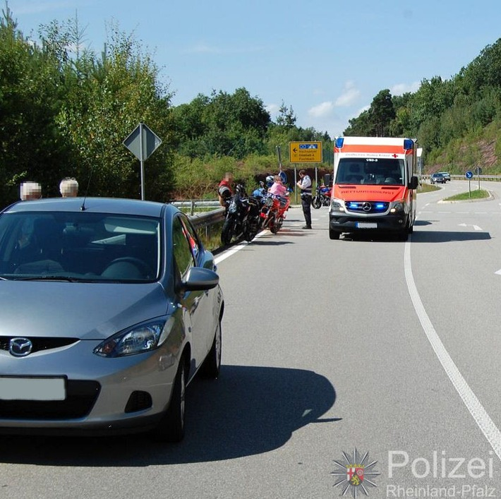 POL-PPWP: Autofahrerin missachtet Vorfahrt - Motorradfahrer schwer verletzt