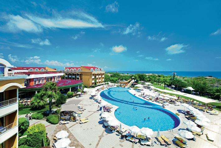 Vervierfacht: alltours bietet Gratisaufenthalte für Kinder in mehr als 300 Hotels / Kostenfreier Urlaub und hohe Jugendermäßigungen auch im Sommer 2015