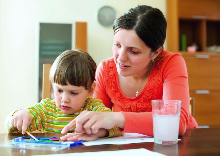 Caritas Suisse se penche sur les réalités quotidiennes des familles monoparentales / Garantir les moyens de subsistance et l'égalité des chances