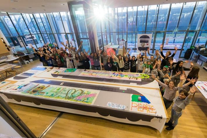 Une oeuvre d'art sur rails: la loco du futur de la Mobilière