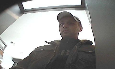 POL-HI: Wer kennt die beiden Männer ? - Polizei bittet um Hinweise