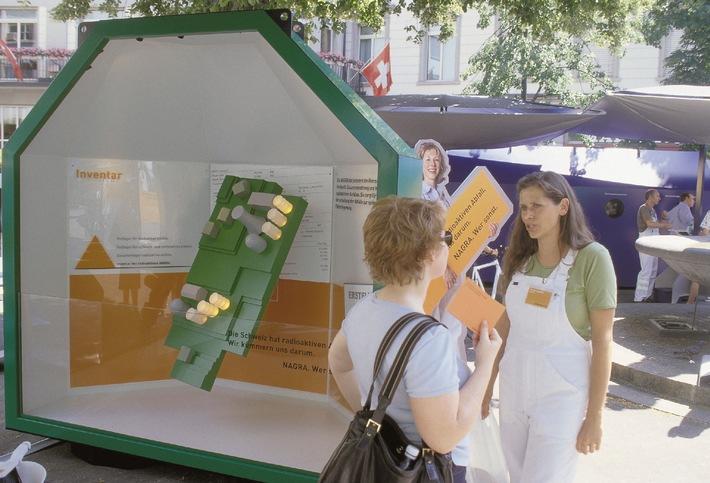 Schaffhausen: Informationstour über radioaktive Abfälle auf dem Fronwagplatz eröffnet
