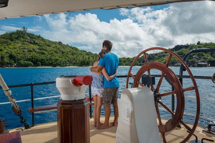 Kreuzfahrt: Hochzeiten vor der Insel nach Wahl / Neu: Inselkulisse nach Wunsch - Hochzeitspaar wählt auf den Seychellen den Ort der Hochzeitszeremonie selbst aus