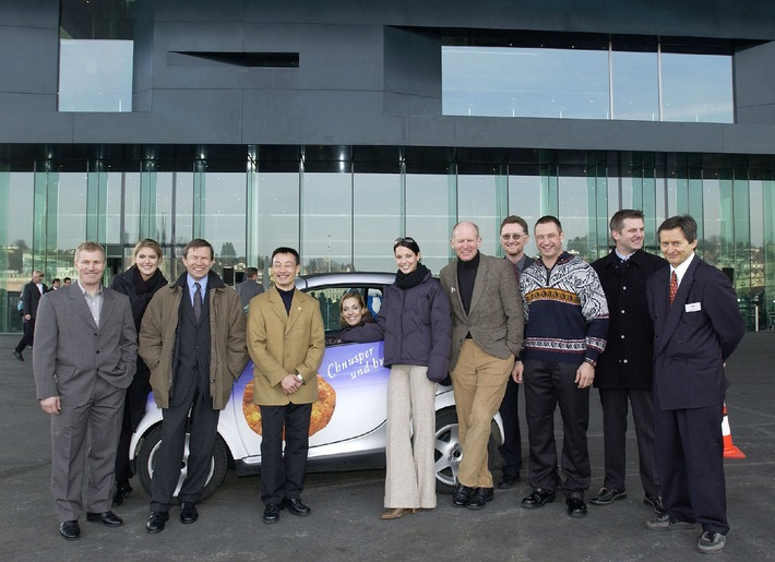 Franz Steinegger und Miss Schweiz 2000 gaben in Luzern den Startschuss zur HUG CHARITY-TOUR durch die ganze Schweiz.