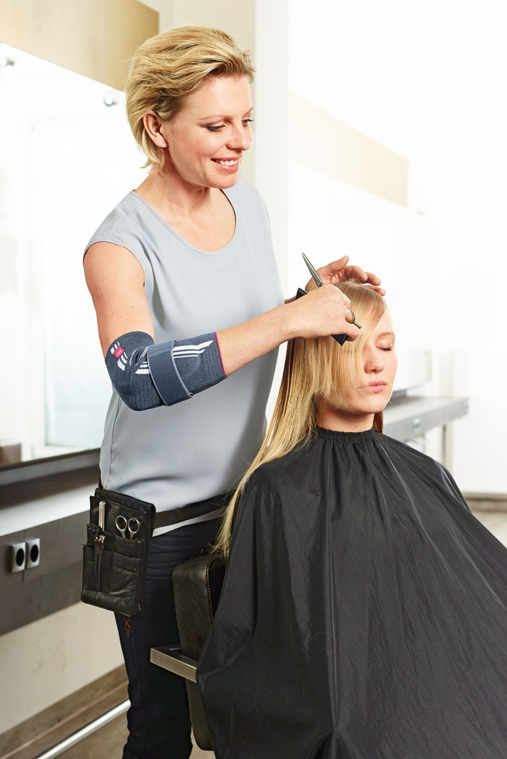 Friseure und Handwerker häufig betroffen / Bandage: Hilfe für den schmerzenden Ellenbogen