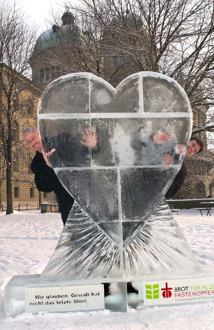 Fastenopfer: Ein Herz aus Eis und 100'000 Rosen